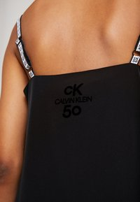 Calvin Klein Jeans - LOGO SLIP DRESS - Denní šaty - black beauty - 6