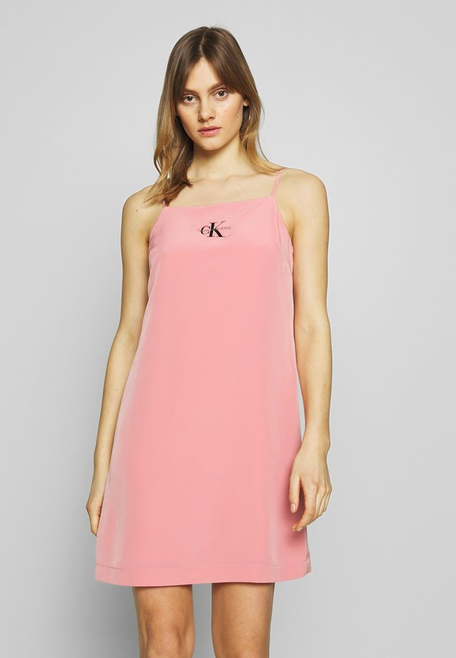 MONOGRAM SLIP DRESS - Korte jurk - brandied apricot