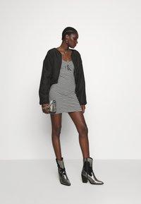Calvin Klein Jeans - MONOGRAM STRIPE BALLET DRESS - Žerzejové šaty - bright white/black - 1