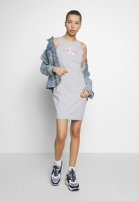 Calvin Klein Jeans - MONOGRAM TANK DRESS - Jerseykjole - light grey heather - 1