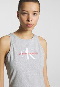 Calvin Klein Jeans - MONOGRAM TANK DRESS - Jerseykjole - light grey heather - 3
