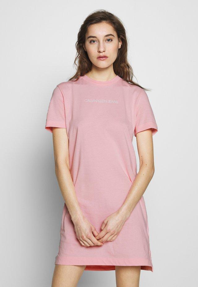INSTITUTIONAL DRESS - Jerseykleid - keepsake pink