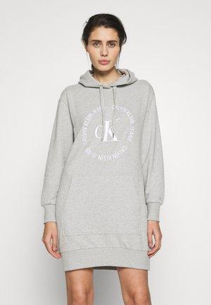ROUND LOGO HOODED DRESS - Korte jurk - light grey heather
