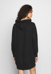 Calvin Klein Jeans - ROUND LOGO HOODED DRESS - Vestido informal - black - 2