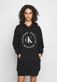 Calvin Klein Jeans - ROUND LOGO HOODED DRESS - Vestido informal - black - 0