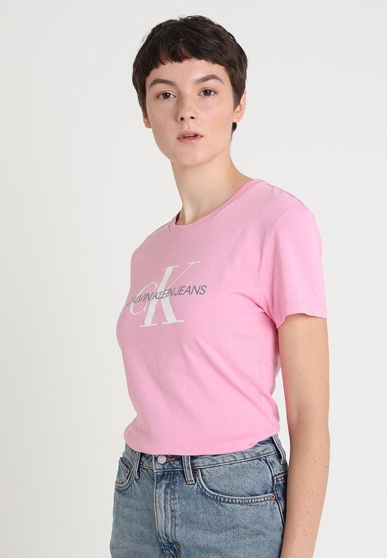 Calvin Klein Jeans - MONOGRAM LOGO SLIM FIT TEE - T-Shirt print - begonia pink