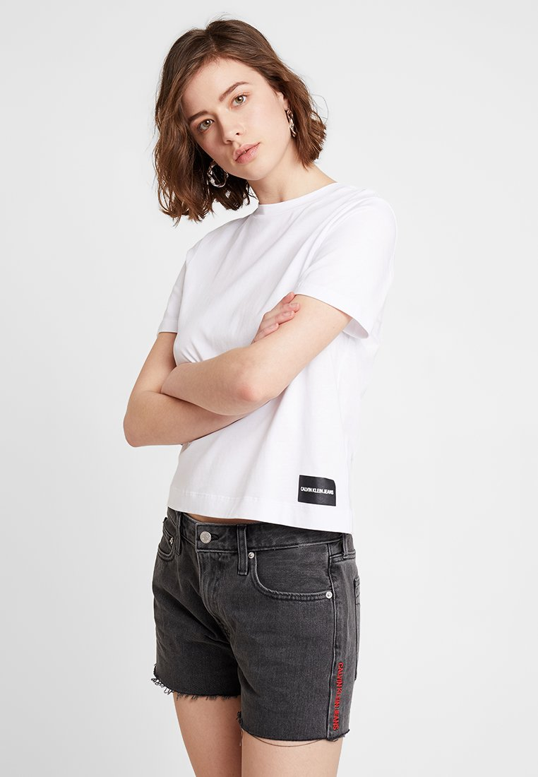 Calvin Klein Jeans - CORE STRAIGHT FIT TEE - T-Shirt print - bright white