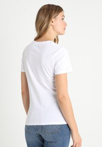 Calvin Klein Jeans - CORE MONOGRAM LOGO - Triko spotiskem - bright white - 2
