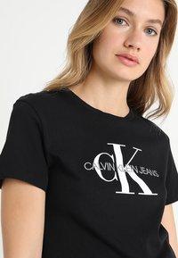 Calvin Klein Jeans - CORE MONOGRAM LOGO - Triko spotiskem - black - 4