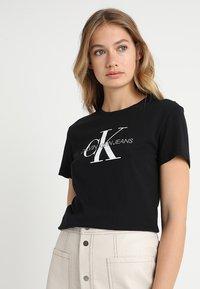 Calvin Klein Jeans - CORE MONOGRAM LOGO - Camiseta estampada - black - 0
