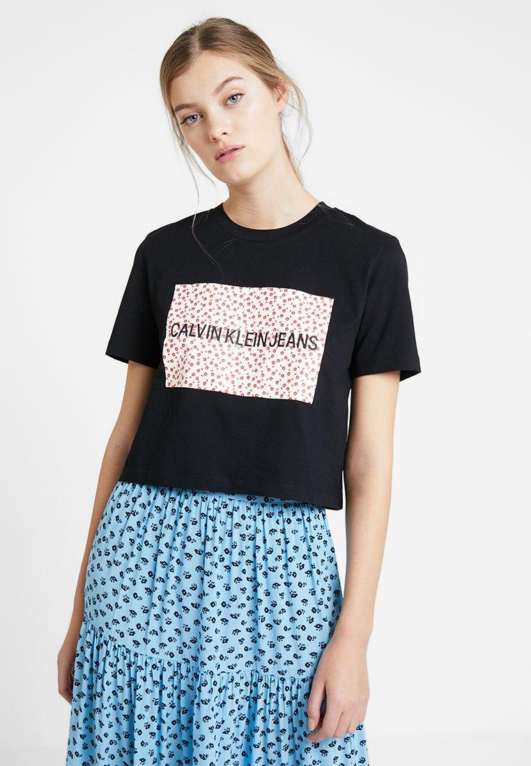 Calvin Klein Jeans - FLOWER BOX CROP TEE - T-Shirt print -  black/red