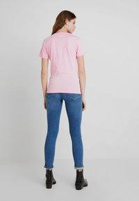 Calvin Klein Jeans - MONOGRAM DEGRADE LOGO SLIM TEE - Printtipaita - begonia pink - 2