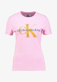 Calvin Klein Jeans - MONOGRAM DEGRADE LOGO SLIM TEE - Printtipaita - begonia pink - 3