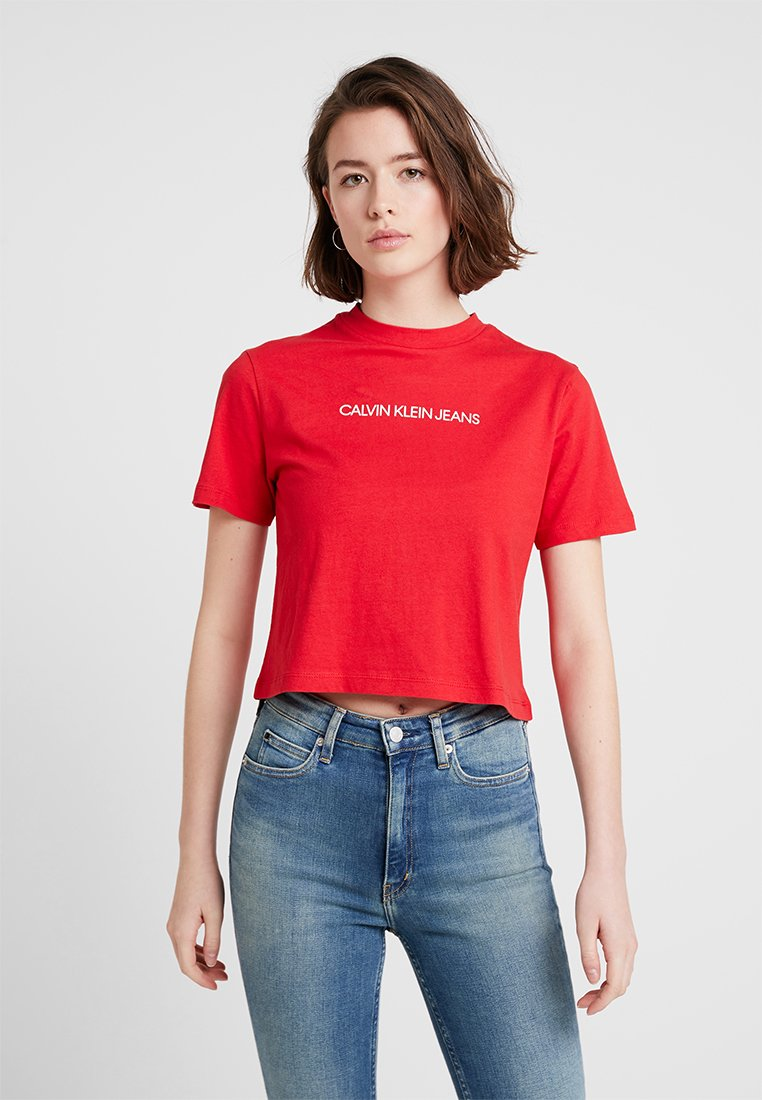 Calvin Klein Jeans - SHRUNKEN INSTITUTIONAL - T-shirt imprimé - racing red