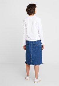 Calvin Klein Jeans - MONOGRAM EMBROIDERY LONG SLEEVE - Maglietta a manica lunga - bright white - 2