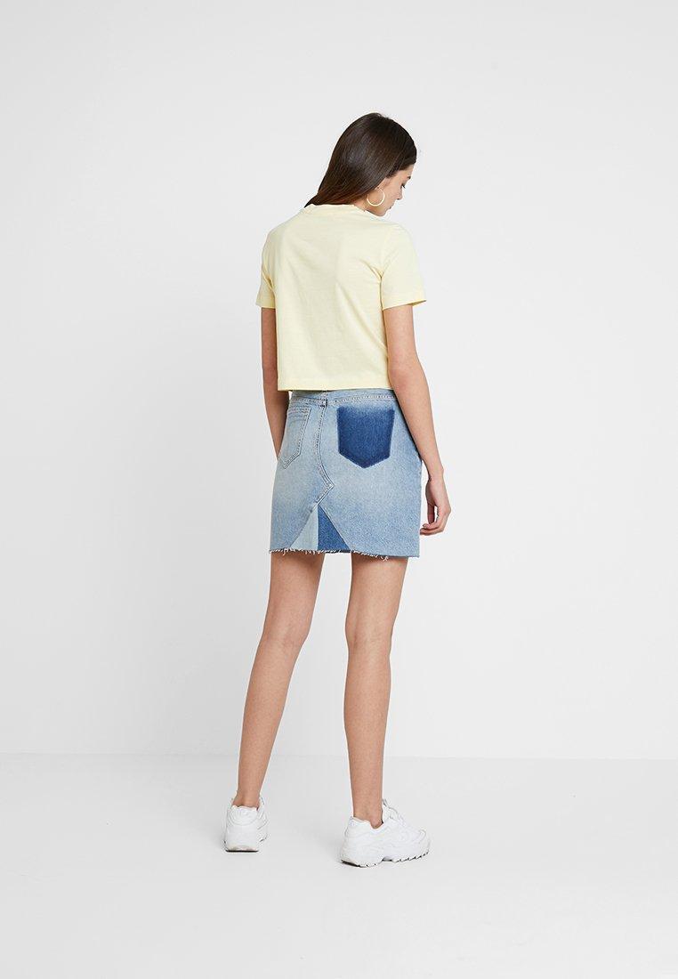 Light Yellow CropT Jeans Basique Instit Calvin Klein shirt Shrunken R35Lj4A