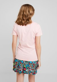 Calvin Klein Jeans - INSTITUTIONAL BOX SLIM TEE - T-shirt med print - blossom - 2
