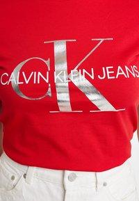 Calvin Klein Jeans - MONOGRAMSLIM TEE - Triko spotiskem - barbados cherry/soothing sea - 5