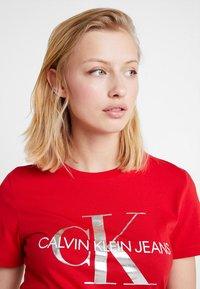 Calvin Klein Jeans - MONOGRAMSLIM TEE - Triko spotiskem - barbados cherry/soothing sea - 3