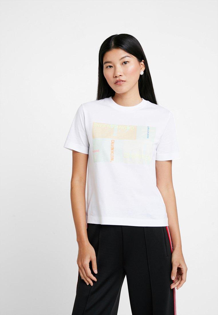 Calvin Klein Jeans - MULTI LOGO BOX STRAIGHT TEE - Print T-shirt - bright white
