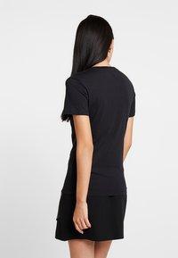 Calvin Klein Jeans - PHOTO PRINT MODERN SLIM TEE - T-shirts med print - black - 2