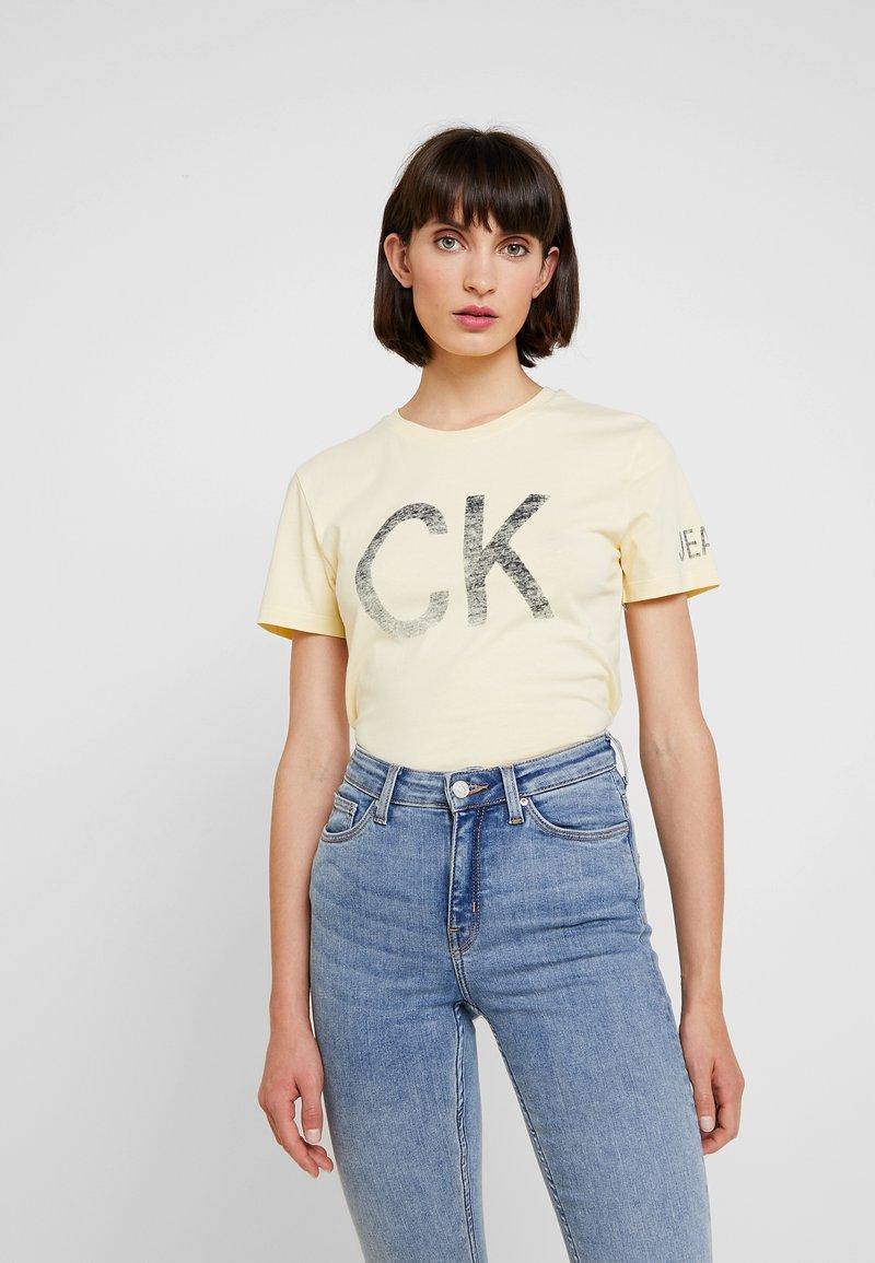 Calvin Klein Jeans - REVERSED LOGO MODERN SLIM TEE - Print T-shirt - anise flower