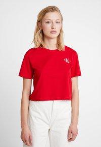 Calvin Klein Jeans - MONOGRAM EMBROIDERY CROPPED TEE - Triko spotiskem - barbados cherry/white - 0