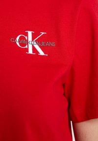Calvin Klein Jeans - MONOGRAM EMBROIDERY CROPPED TEE - Triko spotiskem - barbados cherry/white - 5