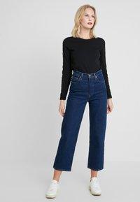 Calvin Klein Jeans - MONOGRAM TAPE STRAIGHT TEE - Camiseta de manga larga - black - 1