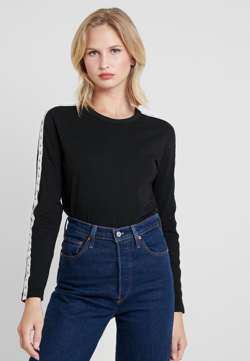 Calvin Klein Jeans - MONOGRAM TAPE STRAIGHT TEE - Langarmshirt - black