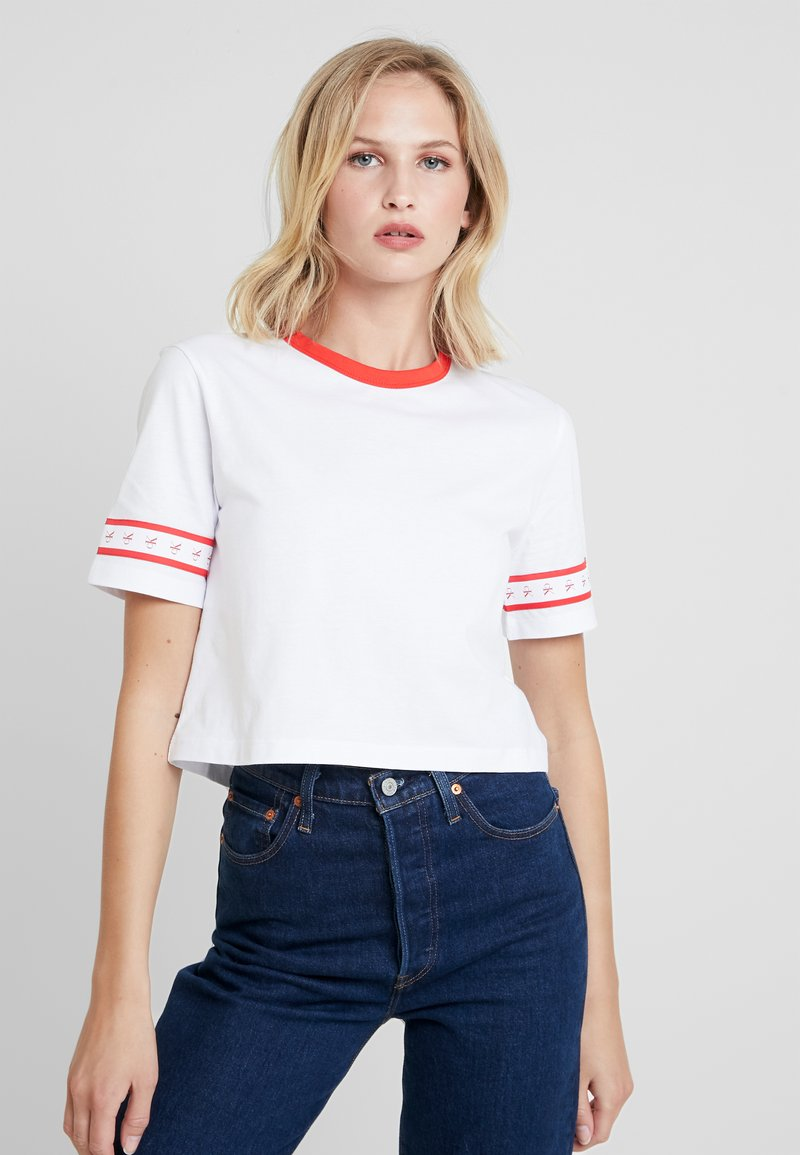Calvin Klein Jeans - MONOGRAM TAPE STRAIGHT CROP TEE - Print T-shirt - bright white / red