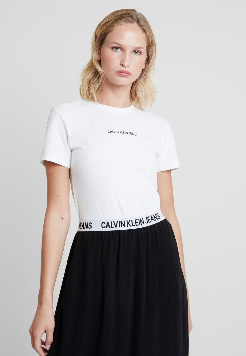 Calvin Klein Jeans - LOGO SLIM TEE - Print T-shirt - bright white