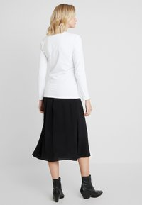 Calvin Klein Jeans - LOGO STRETCH SLIM - T-shirt à manches longues - bright white - 2