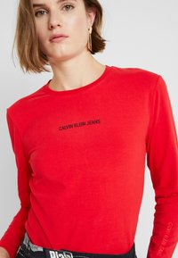 Calvin Klein Jeans - LOGO STRETCH SLIM - T-shirt à manches longues - racing red - 4