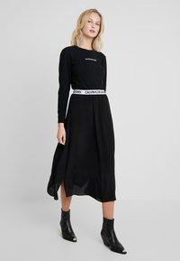 Calvin Klein Jeans - LOGO STRETCH SLIM - Top sdlouhým rukávem - black - 1