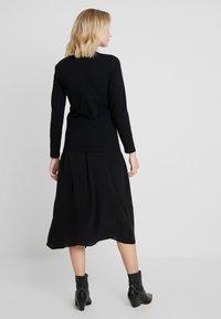 Calvin Klein Jeans - LOGO STRETCH SLIM - Long sleeved top - black - 2