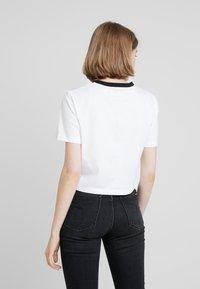 Calvin Klein Jeans - MONOGRAM EMBROIDERY RINGER TEE - Printtipaita - bright white - 2