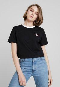 Calvin Klein Jeans - MONOGRAM EMBROIDERY RINGER TEE - T-shirts print - black - 0