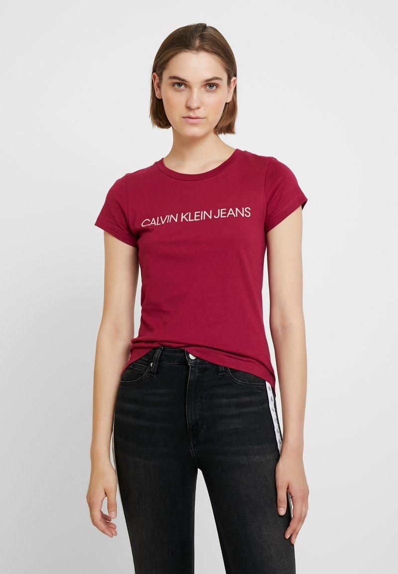 Calvin Klein Jeans - INSTITUTIONAL LOGO SLIM FIT TEE - Triko spotiskem - beet red blossom