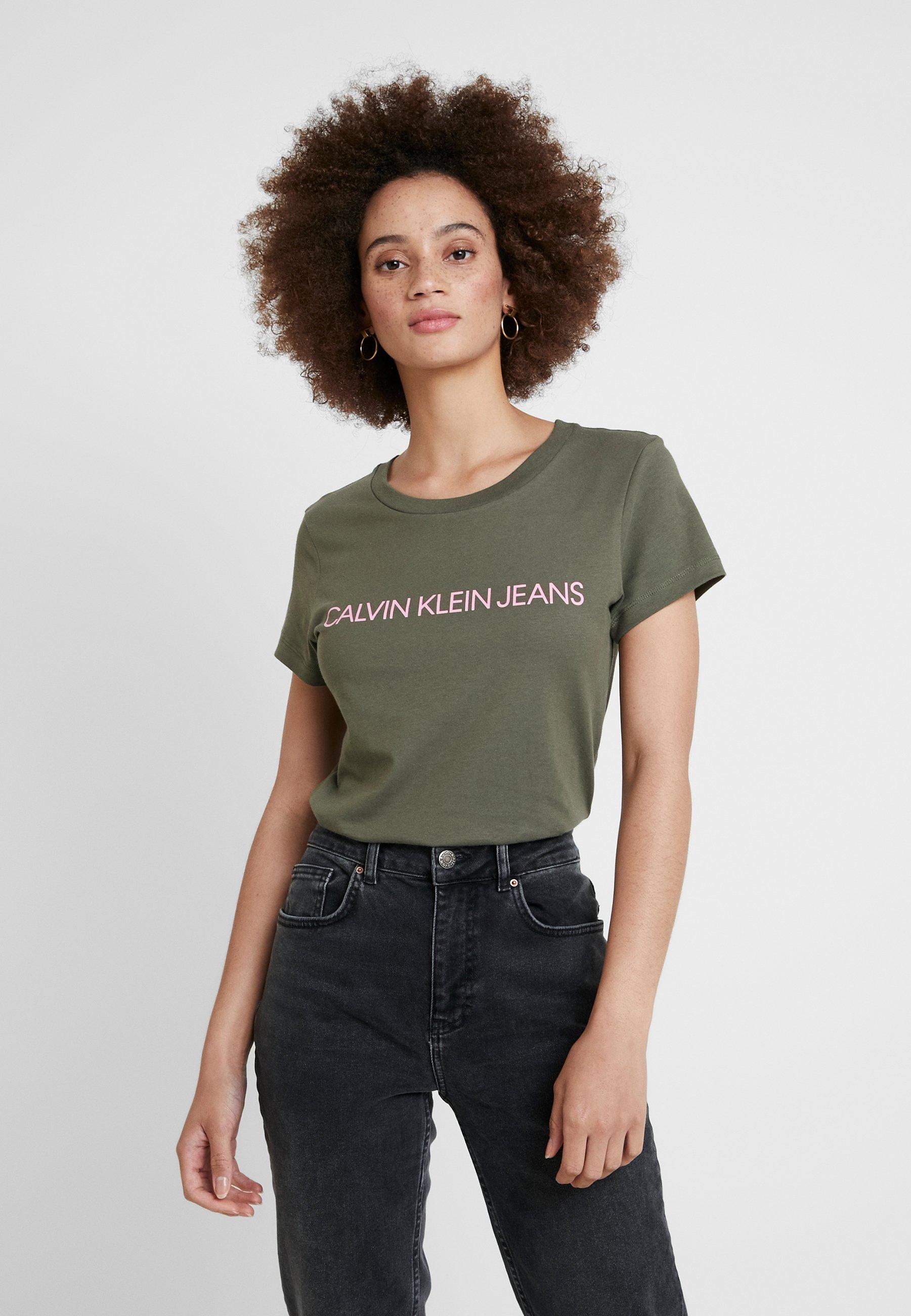 Pink Calvin Klein prism Slim Fit Jeans shirt Grape Leaf Logo Imprimé Institutional TeeT EWIH9YD2