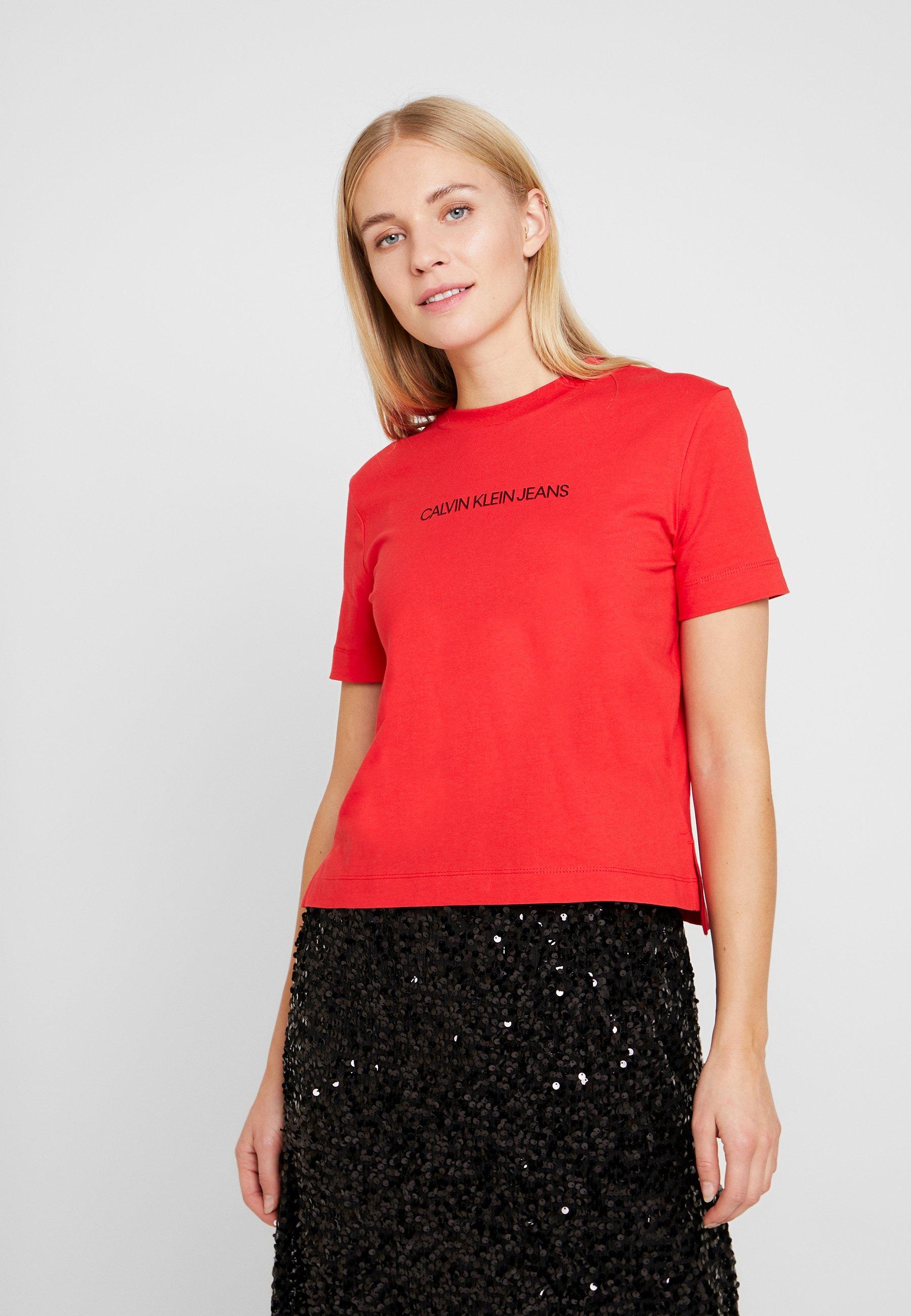 Calvin Klein Jeans SHRUNKEN INSTITUTIONAL LOGO TEE - T-shirt z nadrukiem - racing red