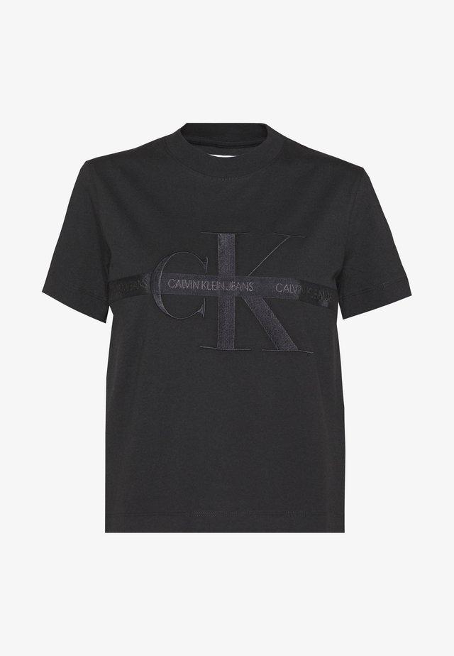 TAPING THROUGH MONOGRAM TEE - T-shirt print - black beauty