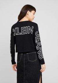 Calvin Klein Jeans - BLOCKING STATEMENT LOGO TEE - Long sleeved top - black - 2