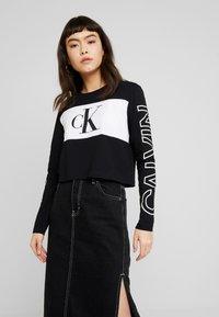 Calvin Klein Jeans - BLOCKING STATEMENT LOGO TEE - Long sleeved top - black - 0