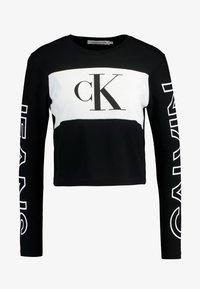 Calvin Klein Jeans - BLOCKING STATEMENT LOGO TEE - Long sleeved top - black - 4