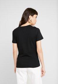 Calvin Klein Jeans - BLOCKING MONOGRAM CK TEE - T-shirt imprimé - black - 2