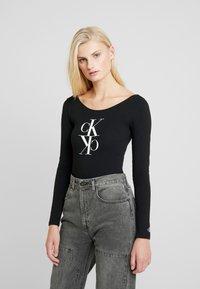 Calvin Klein Jeans - MIRRORED MONOGRAM BODY - Top sdlouhým rukávem - black - 0