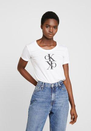 MIRRORED MONOGRAM BABY TEE - Print T-shirt - bright white