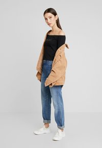 Calvin Klein Jeans - BARDOT INSTITUTIONAL TEE - T-shirt à manches longues - black - 1