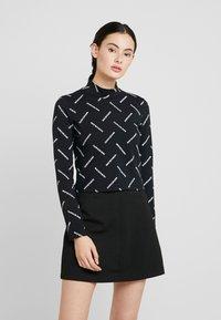 Calvin Klein Jeans - DIAGONAL LOGO MOCK NECK TEE - Top sdlouhým rukávem - black - 0